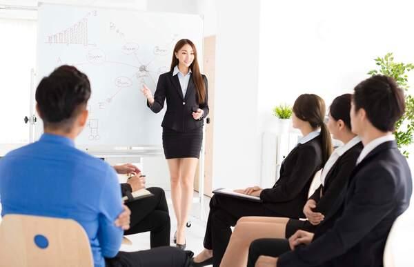 Con gái có nên học quản trị kinh doanh không